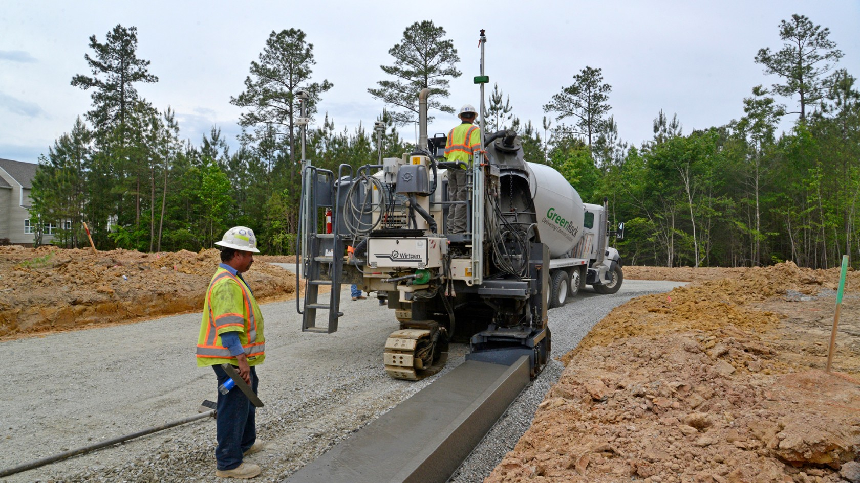 Curb Roller Manufacturing Brings Portability And Operator Comfort With The Eel Screed 6100 Concrete Decor